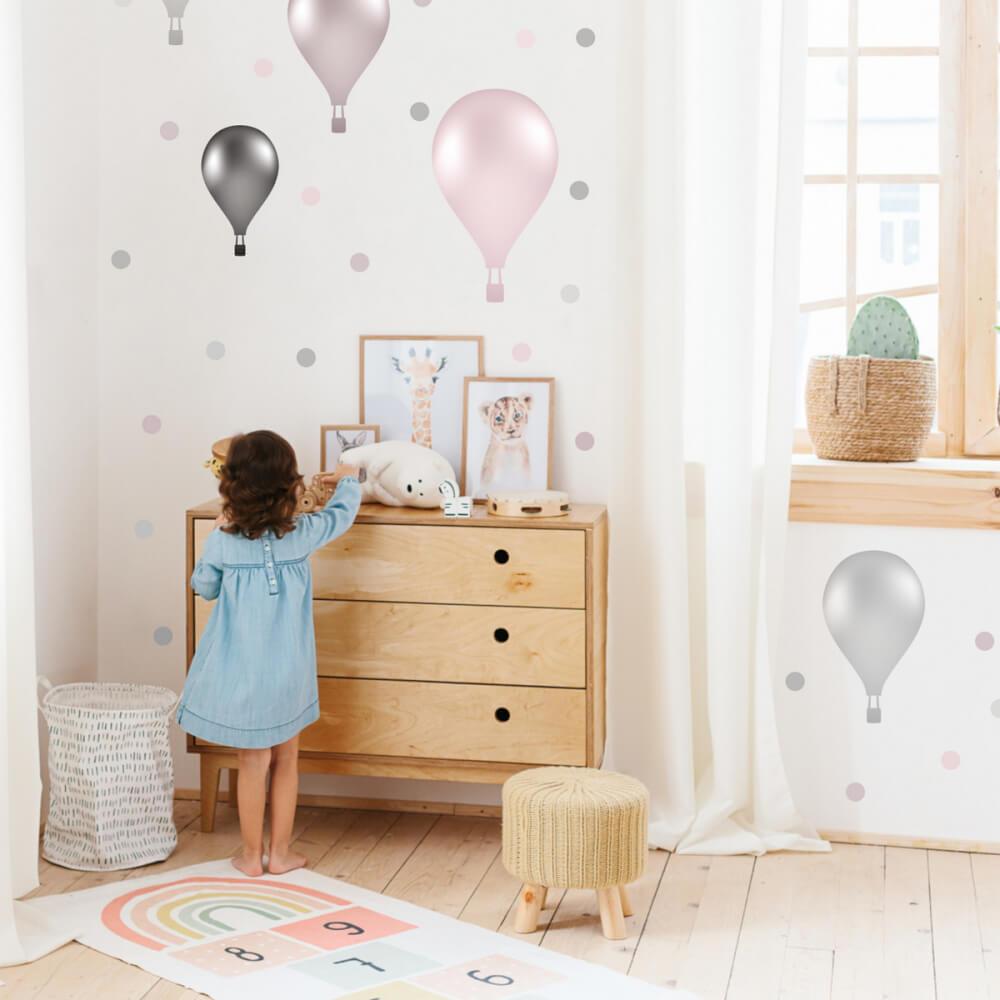 Fliegende Luftballons An Der Wand Zum Kinderzimmer In Goldbrauner Kombination Inspio